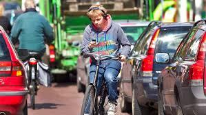 fietser-met-koptelefoon