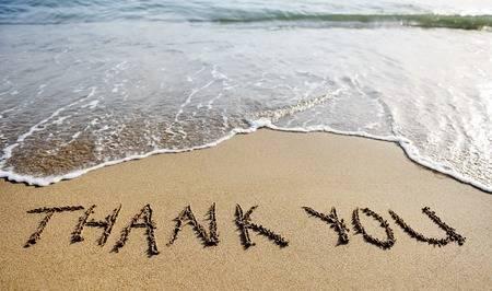 30185128-dank-je-woorden-geschreven-op-het-zand-van-het-strand